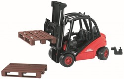Bruder  - Linde  fork lift HD30 with tow-coupling and 2 pallets
